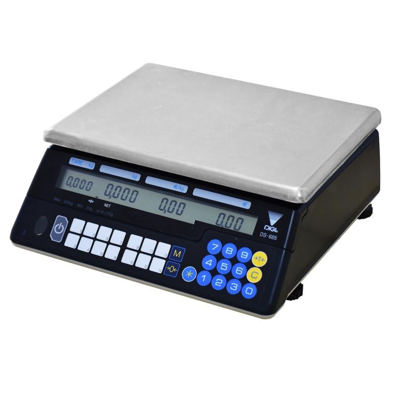 Sisä- ja ulkokäyttöön soveltuva hinnan laskeva vaaka, jonka toiminta-aika paristoilla on yli 1000 tuntia. Toimii myös 230V verkkovirralla. Säädettävä automaattinen virrankatkaisu säästää paristoja. Selkeät LCD myyjä- ja asiakasnäytöt. 14 pikavalintanäppäintä hinnoille. Toimitetaan varmennettuna myyntikäyttöön.