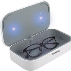 Sandbergin langaton 10 W:n UV-desinfiointilaite on uusi tapa suojautua viruksilta ja bakteereilta, joita on matkapuhelimissa, nappikuulokkeissa, auton avaimissa, silmälaseissa, koruissa ja vastaavissa.
