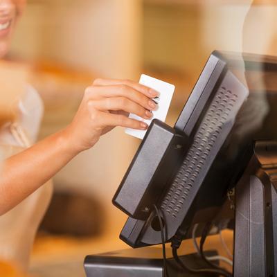 Pakkauksessa 20 valmiiksi isopropanolilla kostutettua yksittäispakattua puhdistuskorttia. Puhdistuskortti on kertakäyttöinen ja sopii sirukortin lukijaan, ATM-laitteisiin (OTTO-automaatit), maksupäätteisiin ja maksulaitteisiin.