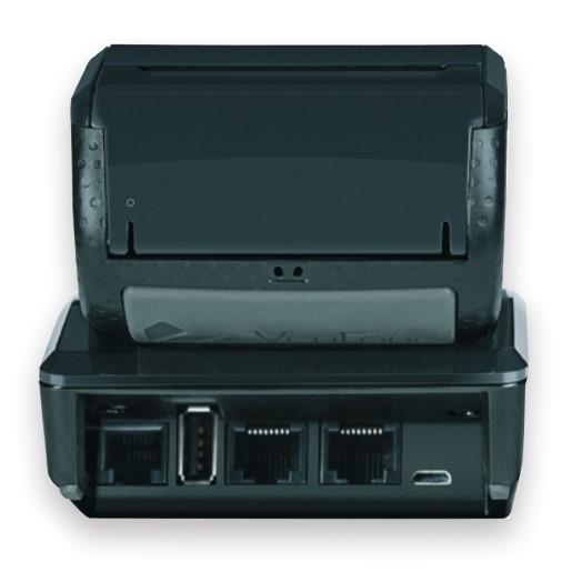 VX690-maksupäätteeseen on saatavilla lataava Bluetooth/LAN-telakka eli tukiasema. Ilman tukiasemaa maksupääte latautuu suoraan johdolla. Lisäksi tukiaseman avulla WLAN/Bluetooth laitemalli voi hyödyntää liiketilan kiinteää laajakaistayhteyttä langattomasti.
